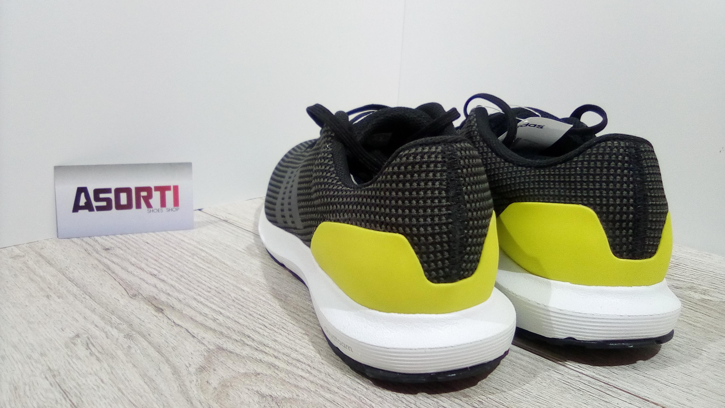 e2a5d3945ea174 Чоловічі бігові кросівки Adidas Cosmic M (AQ2189) чорні/жовті купити ...