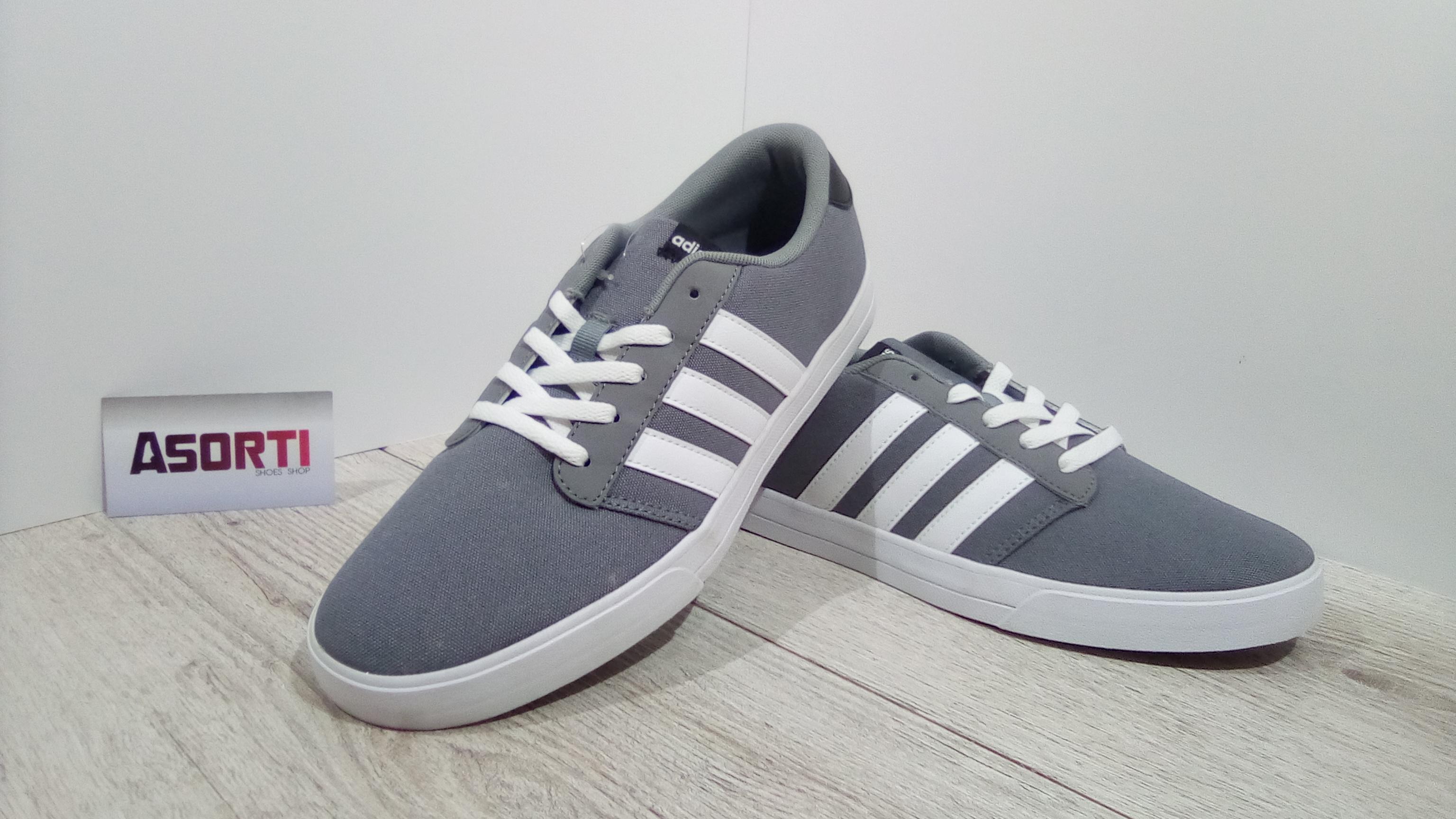 Чоловічі кеди Adidas VS Skate (B74536) сірі купити в Україні ... ea0a68e977bfb