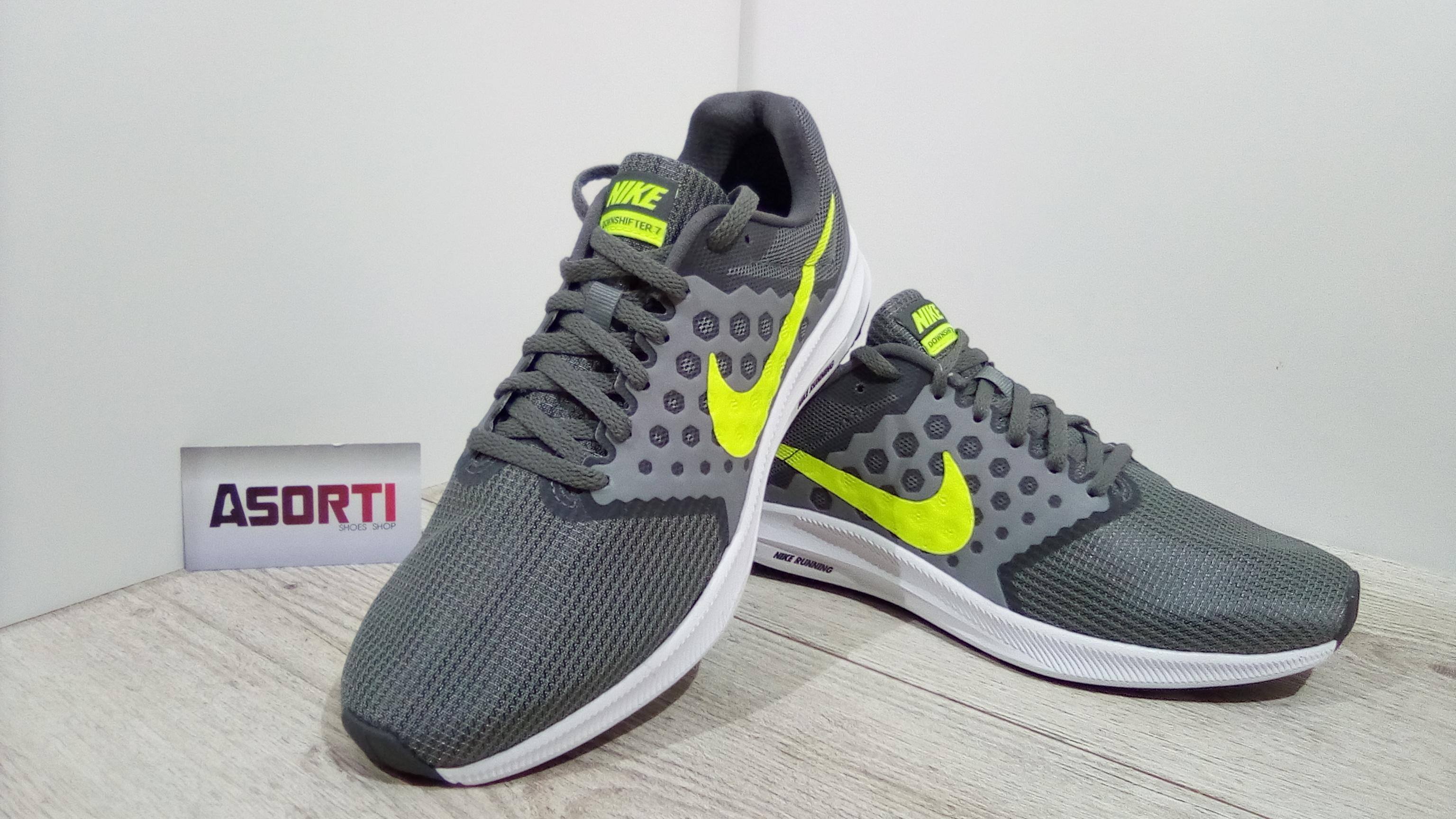 de7e68fae71328 Чоловічі бігові кросівки Nike Downshifter 7 (852459-004) сірі купити ...