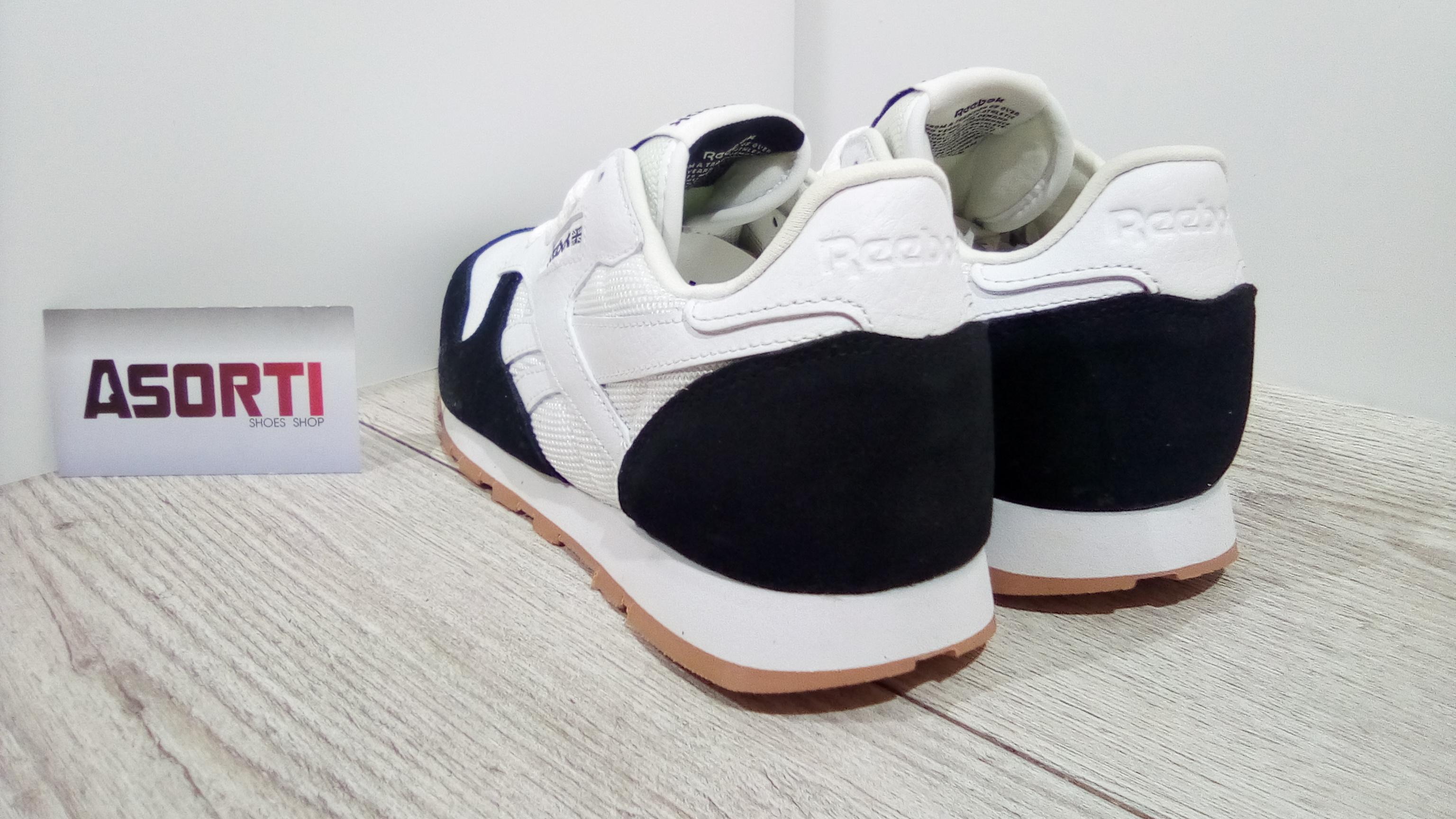 4776d8f91b680c Женские кроссовки Reebok Classic Leather Perfect Split бело-черные ...