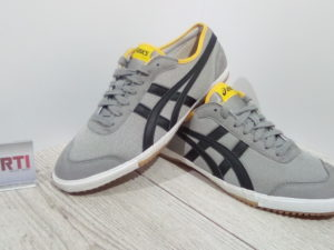 КРОСІВКИ ASICS RETRO ROCKET (H146N)