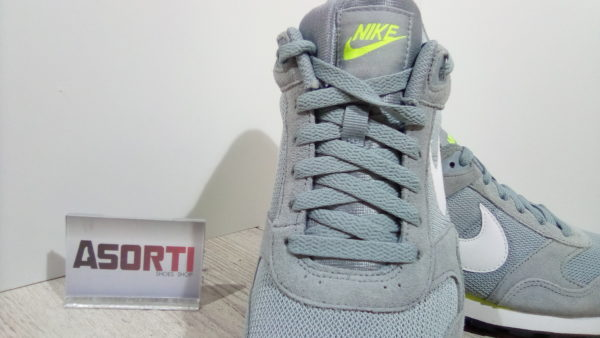 КРОССОВКИ NIKE MD RUNNER SUEDE (684616-017)
