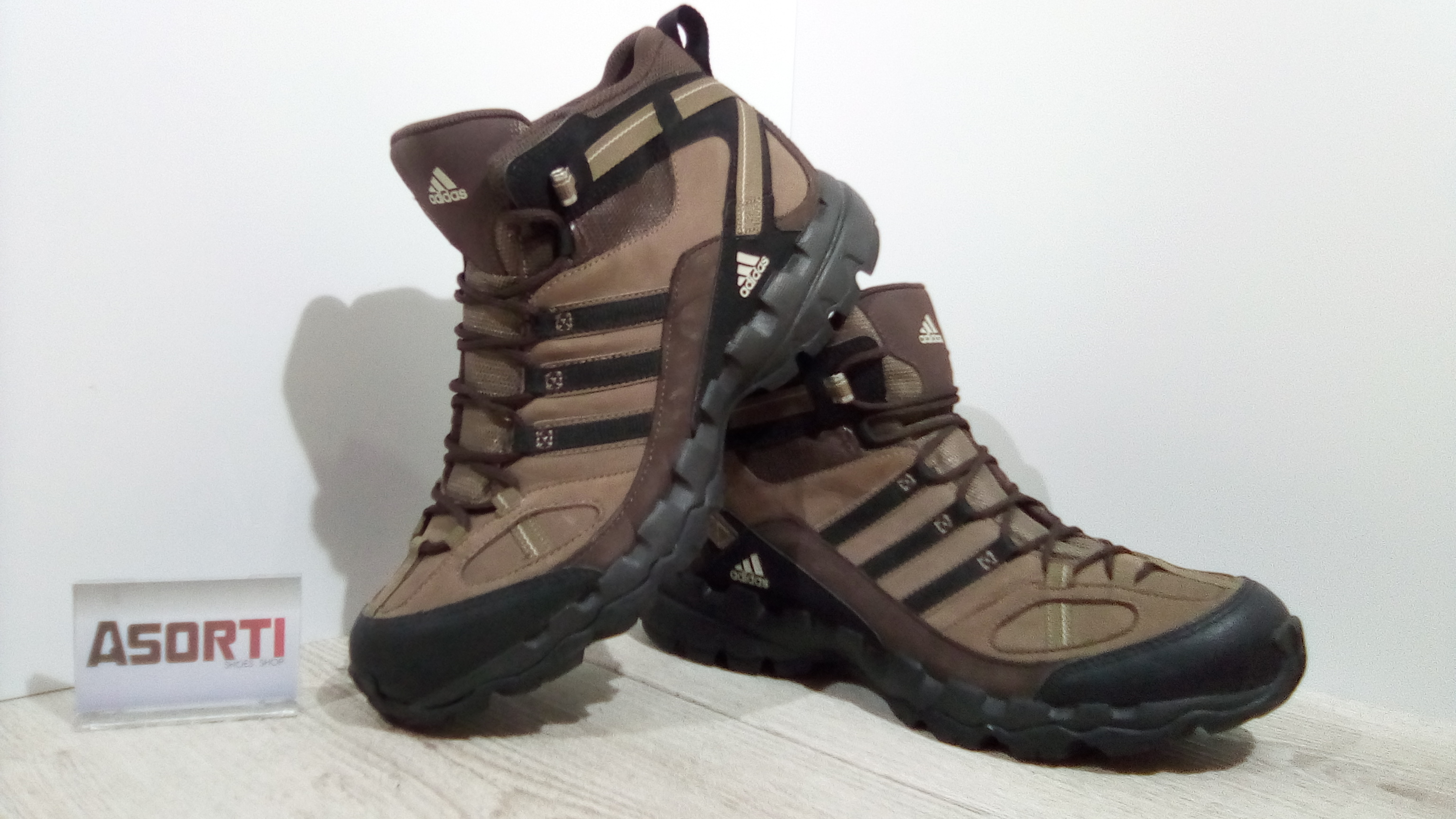 Мужские кроссовки для походов Adidas Performance AX 1 MID LEA (G60137)  коричневые 3c2f6510650b7