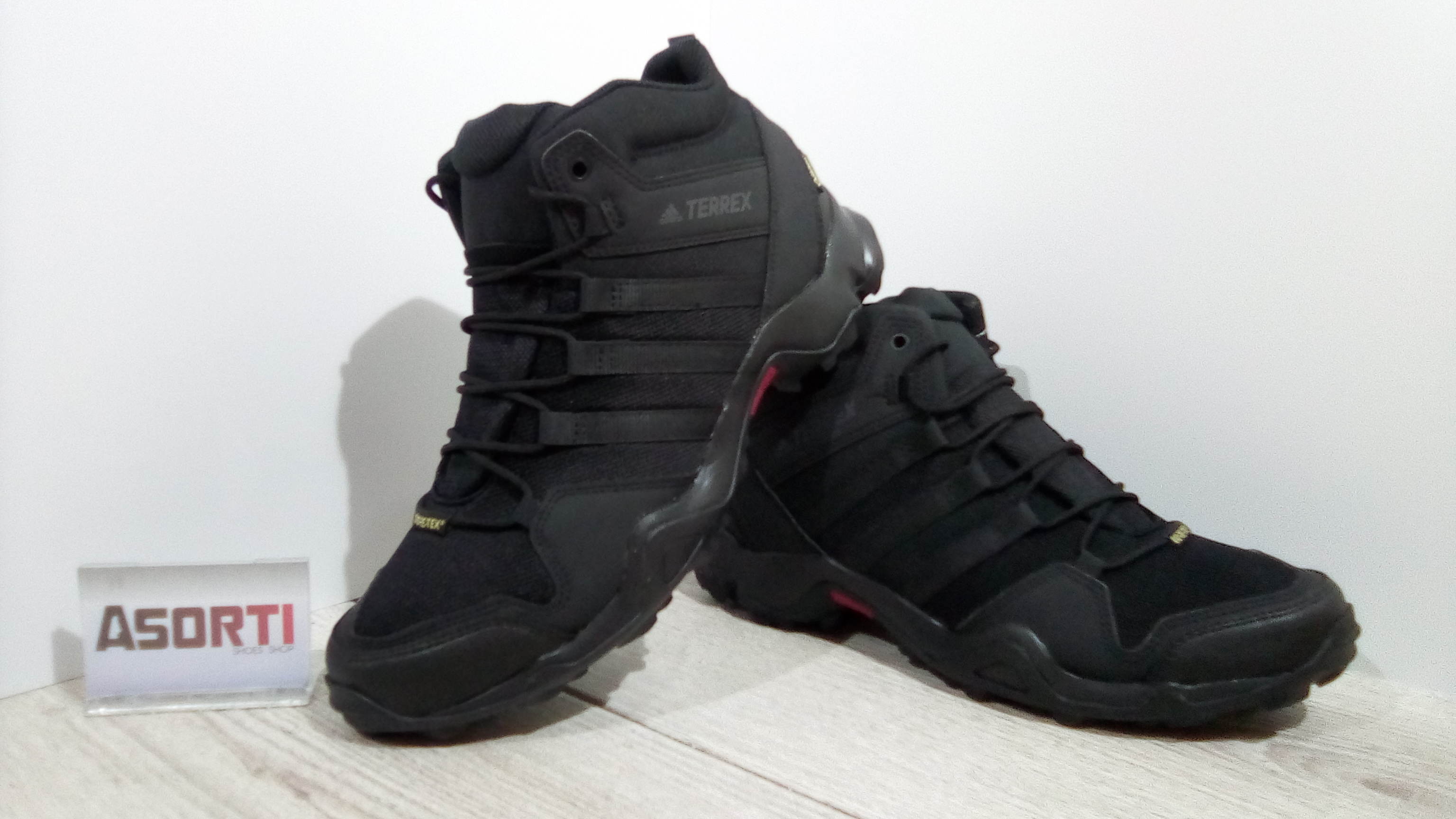 Мужские туристические кроссовки Adidas Terrex AX2R MID GTX (CM7697) черные 92c5fb94082b4